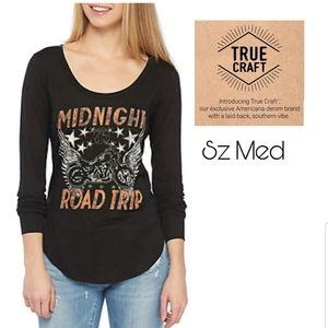 TRUE CRAFT Midnight Road Trip scoop neck tee. Med